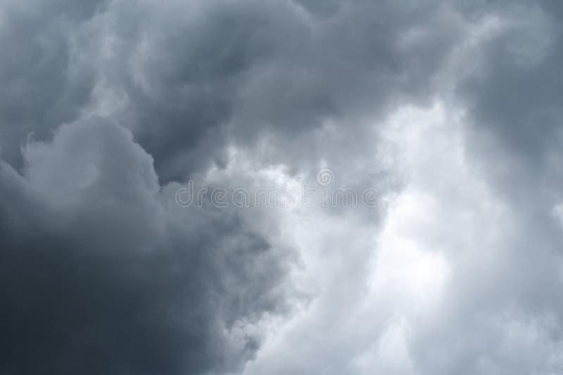 Podeszczowa chmura przed strom zdjęcie royalty free