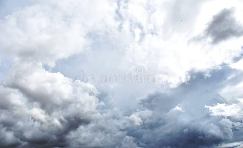 Podeszczowa chmura przed strom obraz royalty free