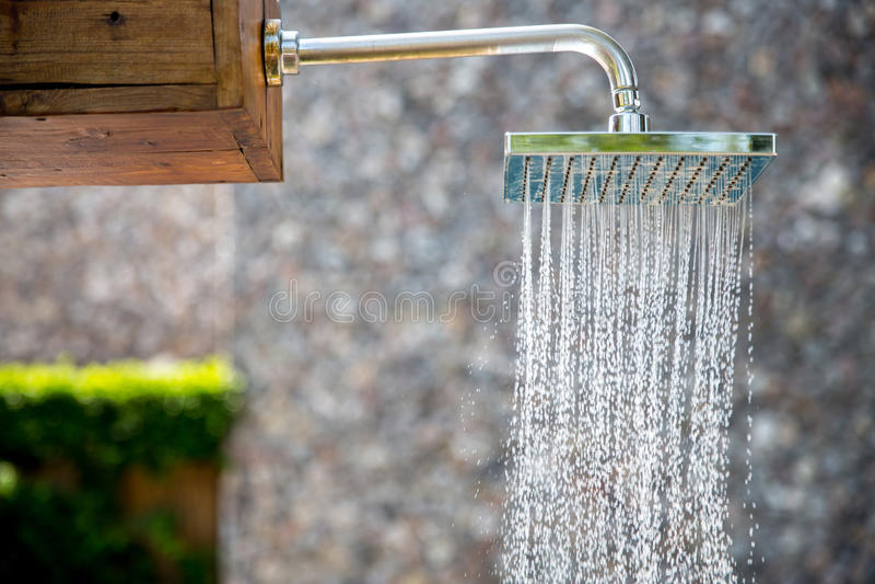 Podeszczowa prysznic plenerowa zdjęcie stock