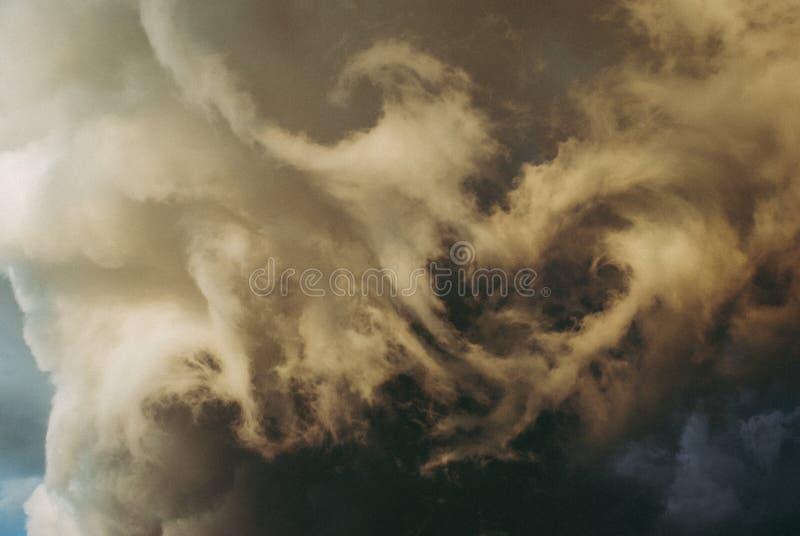 Podeszczowe chmury przed burzą zdjęcia royalty free