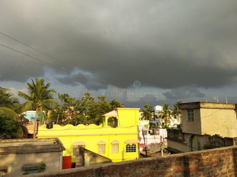 Podia r aprontar-se para chover com por do sol bonito foto de stock royalty free