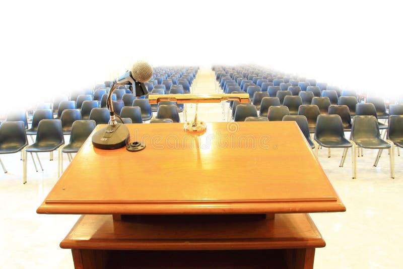 Podium en sala de reunión imágenes de archivo libres de regalías
