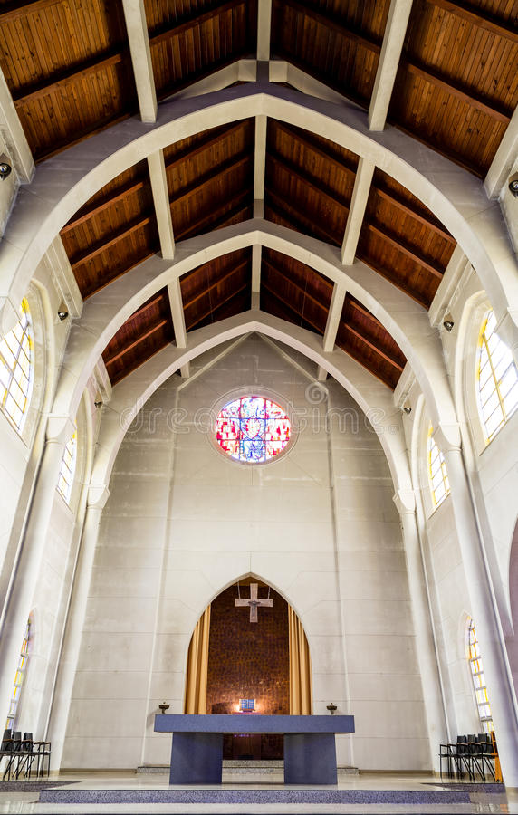 Download Podium i ołtarz w kościół obraz stock. Obraz złożonej z dziedzictwo - 57655259