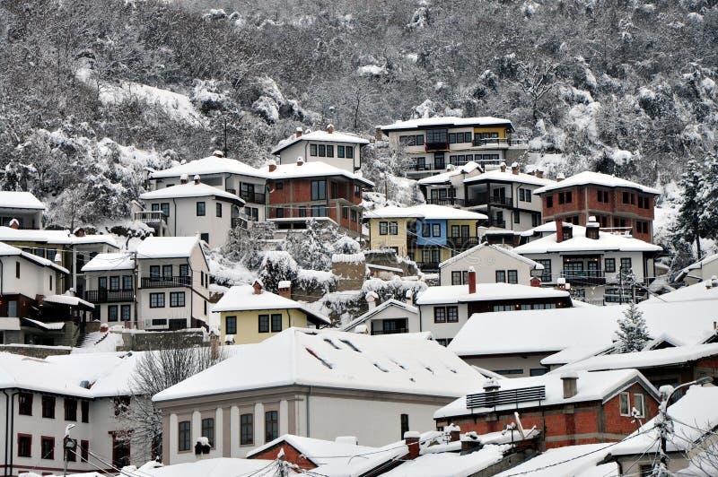 Podkaljaja, het oude die deel van Prizren onder de vesting, met sneeuw wordt behandeld royalty-vrije stock fotografie