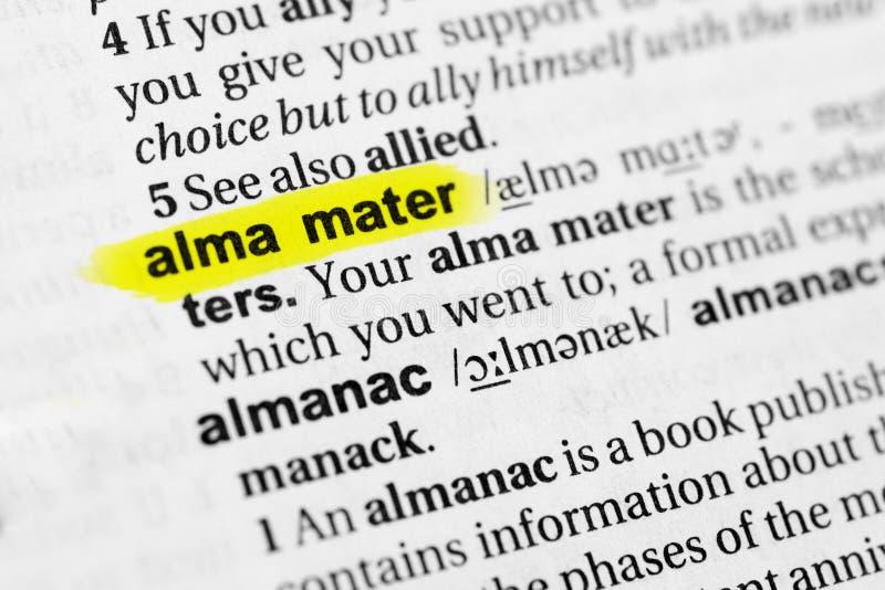 Podkreślać angielszczyzny formułują ` Alma mater ` i swój definicję w słowniku fotografia stock