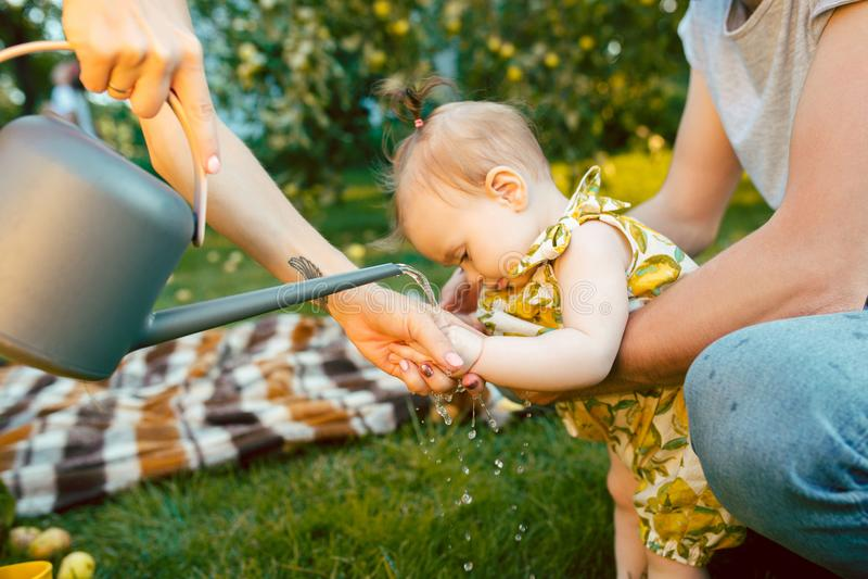 Podlewanie puszka dla dziecka i ogródu fotografia stock