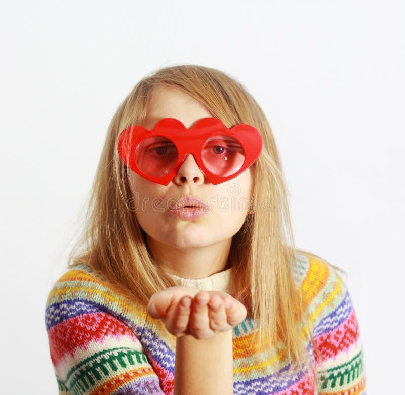 podmuchowych ślicznych dziewczyny szkieł kierowa ki czerwień kształtował zdjęcia royalty free