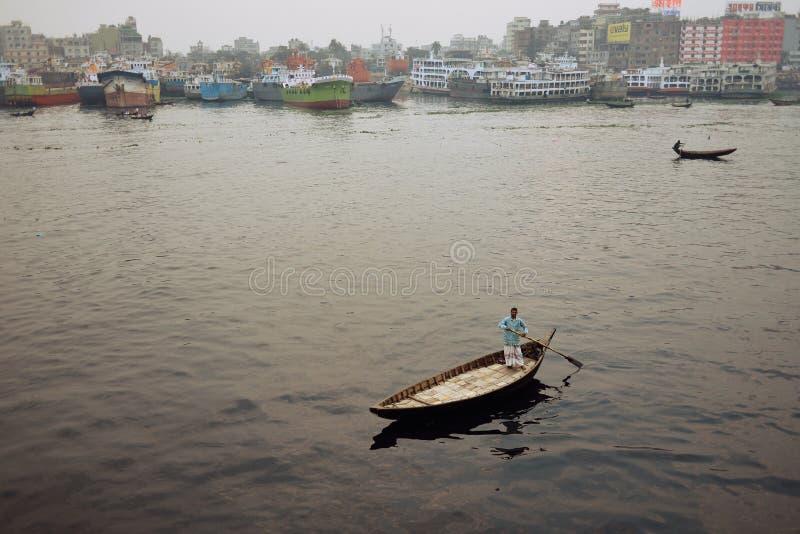 Podniecający utrzymanie w ulicach Dhaka obraz royalty free