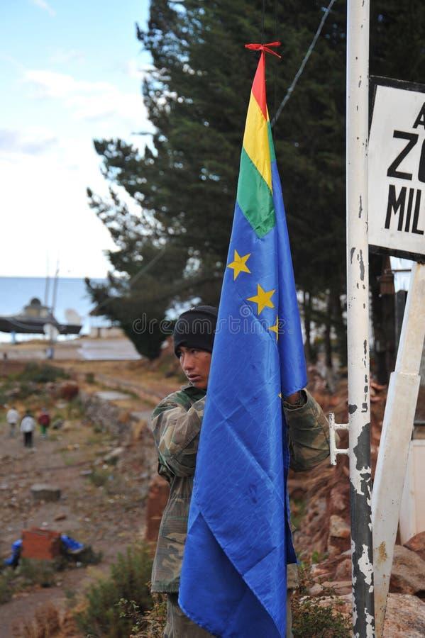 Podnosić flaga przy militarnym terenem w Copacabana zdjęcia stock