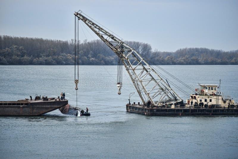 Podnosić Tonącego statek od Danube obrazy royalty free