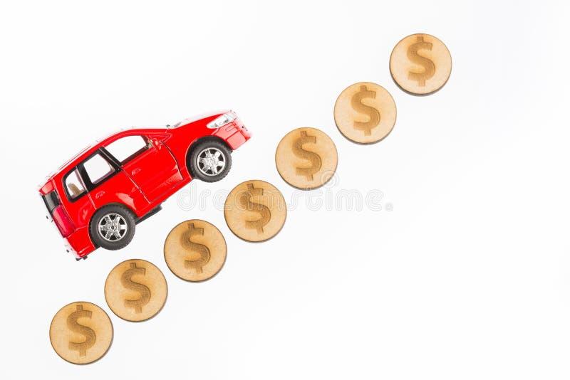 Podnosi wartość samochód i obniża - Biały tło obrazy royalty free