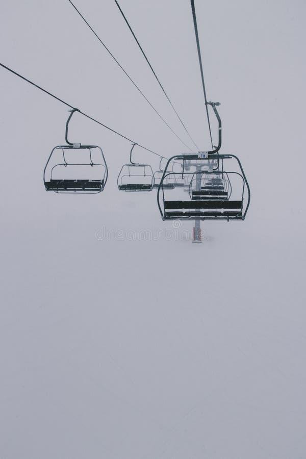 podnosimy ski pusta fotografia stock