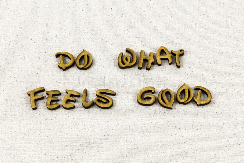 Podnoszący na duchu cieszy się relaksuje oddycha zabawy typografii słowo obrazy royalty free