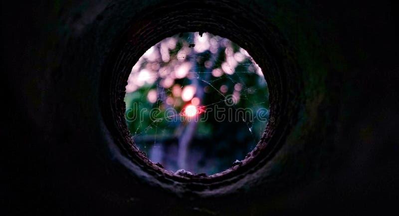 Podpatrywać od dziury zdjęcie stock