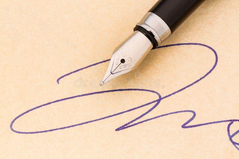 Podpisu i fontanny pióro zdjęcia stock