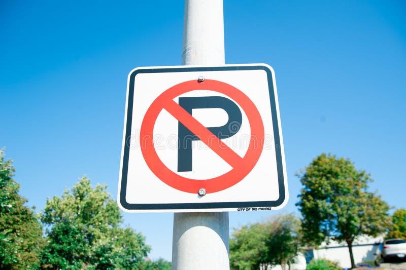 Podpisuje ŻADNY parking przy kraj stroną w Ameryka Ameryka jest kontynentem dokąd amerykanin głownie żywy W lato czasie, zawody m zdjęcia royalty free