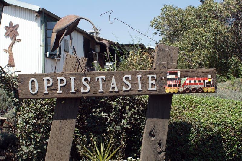 Podpisuje przed dworcem w Cullinan, Południowa Afryka obraz stock