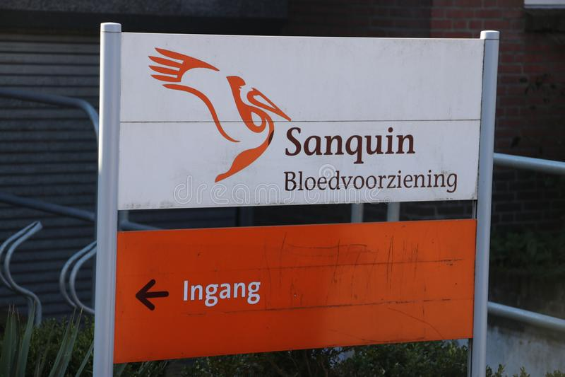 Podpisuje przy wejściowym ingang sanquin bank krwi w Voorburg holandie zdjęcie stock