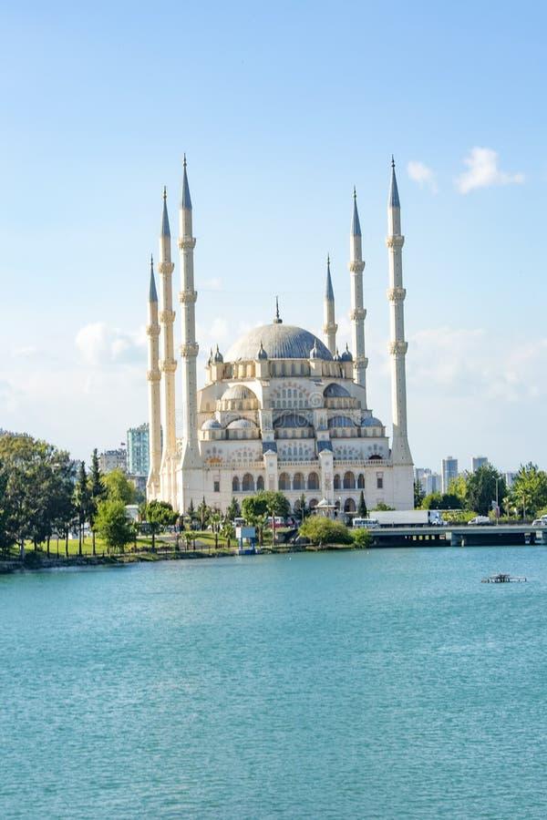 Podróży pojęcia fotografia Indyczy Adana Sabanci centrali meczet obrazy stock