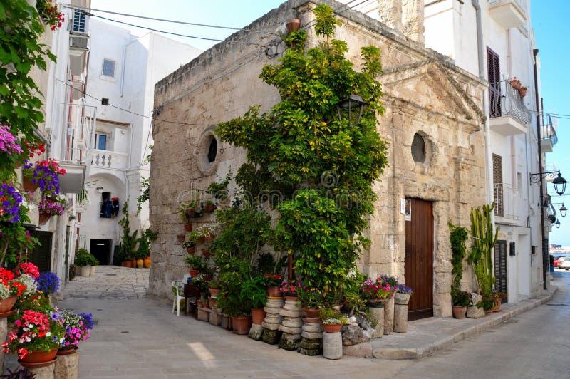 Podróż miasteczko Monopoli, w Puglia regionie południowy Włochy zdjęcia stock