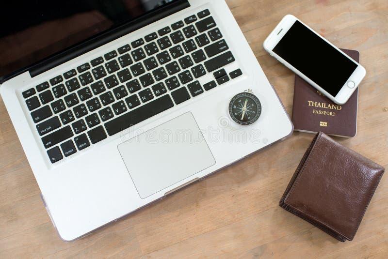 Podróż wakacje wakacje laptopu pracy Podróżna technologia obrazy royalty free