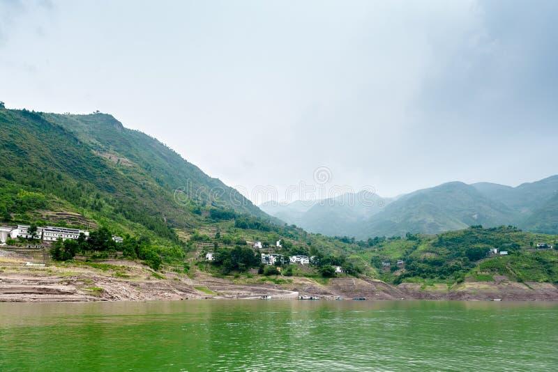 Download Podróż wzdłuż Yangtze zdjęcie stock. Obraz złożonej z dopływ - 28950502