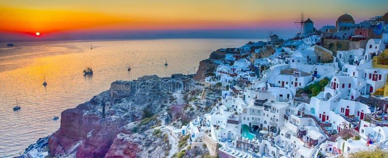 Podróżni pojęcia Panoramiczny widok Sławny Stary miasteczko Oia lub obraz stock