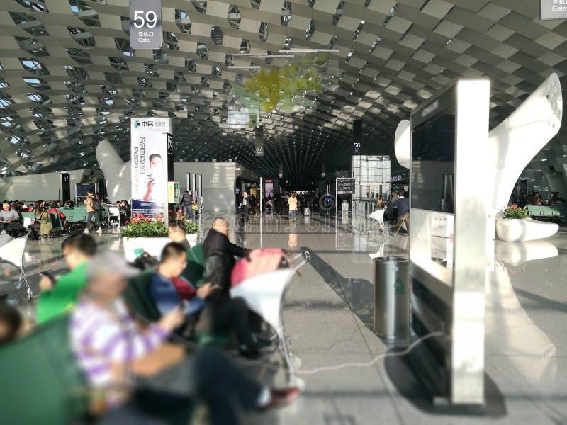 Podróżnicy podczas odprawy w Shenzhen baoan lotnisku międzynarodowym zdjęcia royalty free