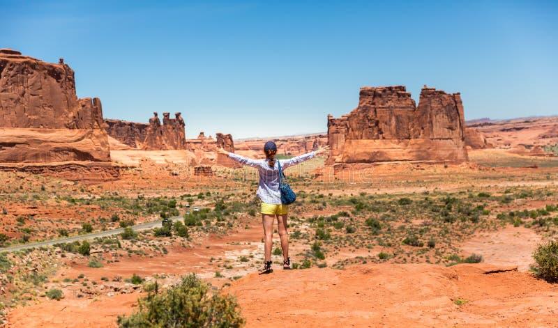 Podróżnik przy pomnikową doliną obraz royalty free