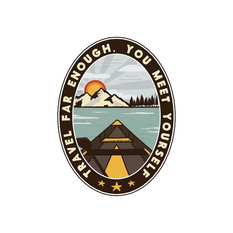 Podróżomania loga emblemat Rocznik podróży ręka rysująca odznaka Uwypuklać czółno przez gór, lasu i jeziora sceny, royalty ilustracja