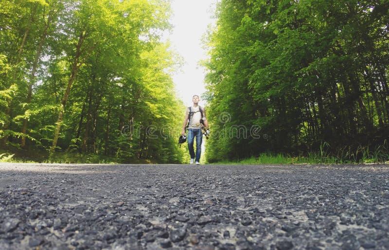 Podróżować na longboard zdjęcia royalty free