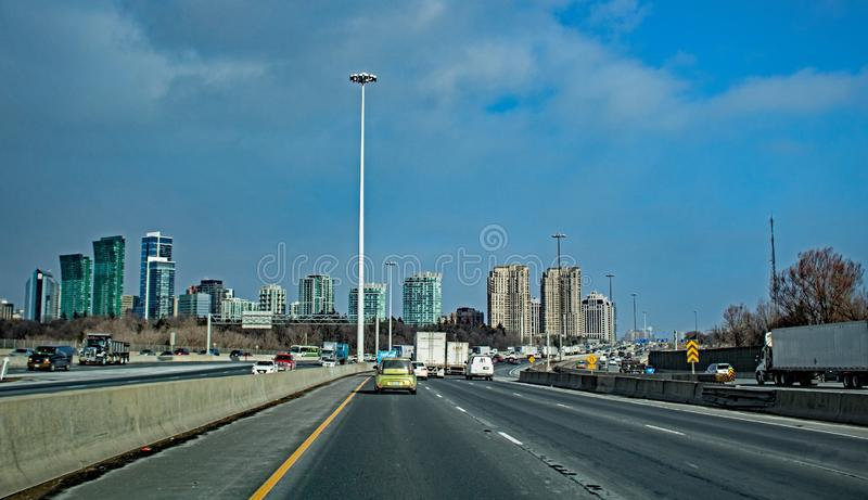 Podróżujący Przez 401 W Toronto, Ontario, Kanada zdjęcie stock