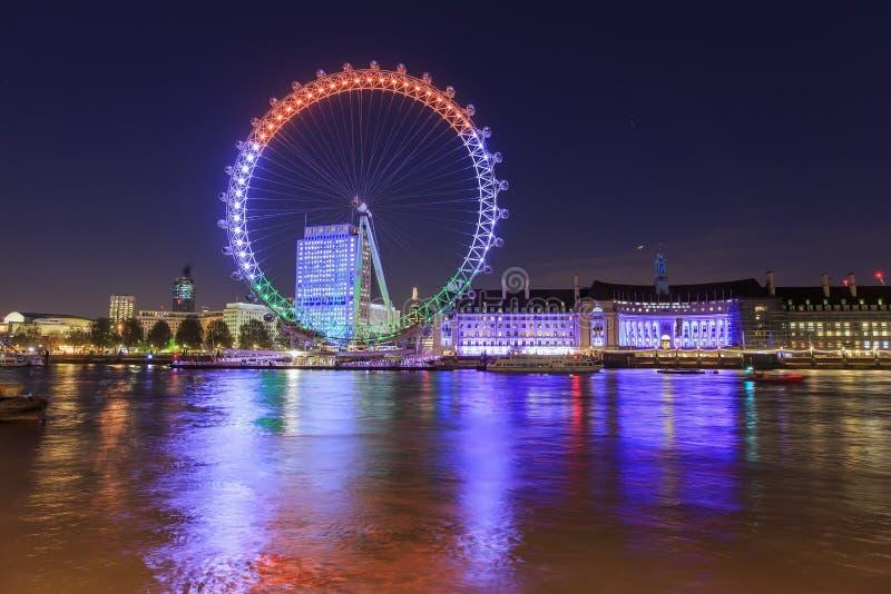 Podróżujący w sławnym Londyńskim oku, Londyn, Zjednoczone Królestwo obraz stock