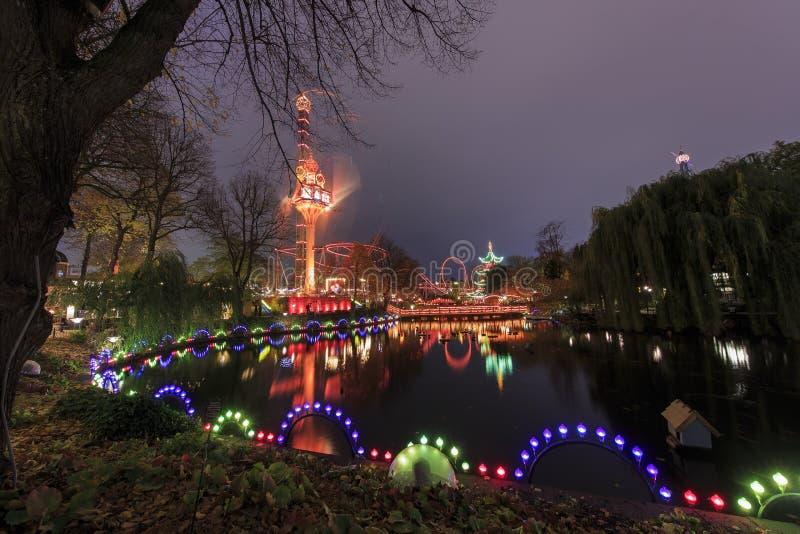 Podróżujący w sławnym Tivoli parku, Kopenhaga obraz royalty free