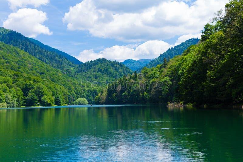 Podróżuje w Montenegro seriach - widok piękny Czarny jezioro, Durmitor fotografia stock