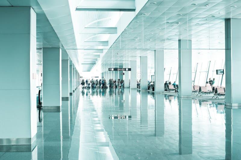 Podróży pojęcie. Nowożytny lotniskowy terminal zdjęcia royalty free