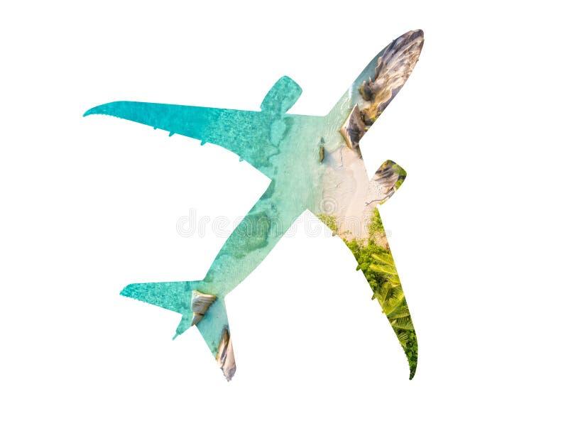 Podróży pojęcie samolot z tropikalną plażą obraz royalty free