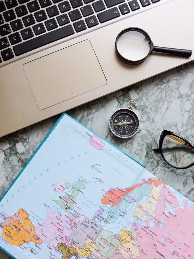 Podróży, turystyki i wakacje pojęcia tło, mapa świata obraz stock