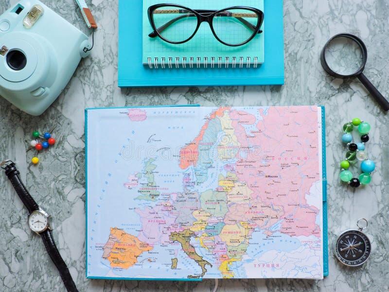 Podróży, turystyki i wakacje pojęcia tło, mapa świata zdjęcia royalty free