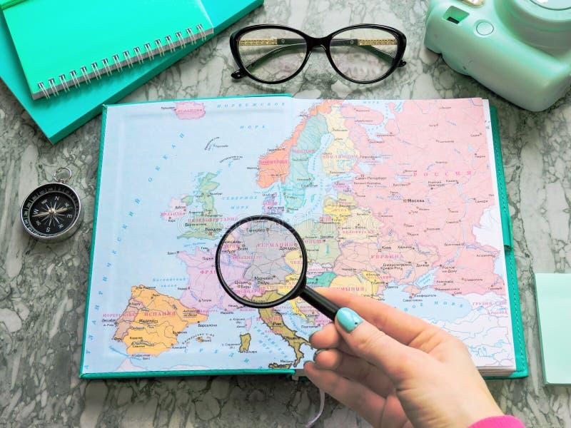 Podróży, turystyki i wakacje pojęcia tło, mapa świata zdjęcia stock