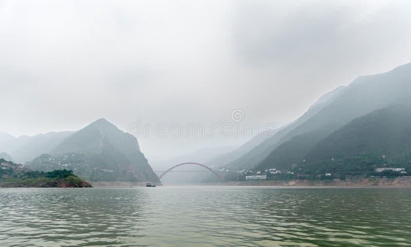 Download Podróż na Yangtze z obraz stock. Obraz złożonej z piękny - 28950505