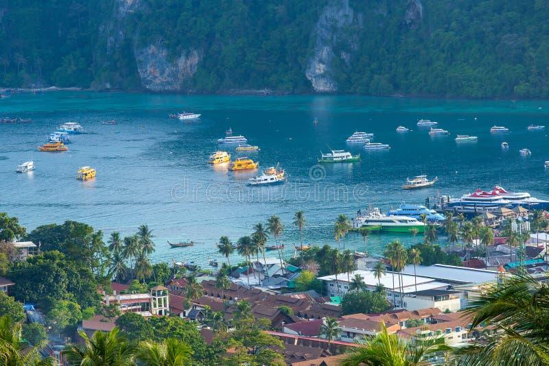 Podr??uje urlopowego t?a Tropikaln? wysp? z kurortu Phi wyspy Krabi prowincj? Tajlandia obraz stock