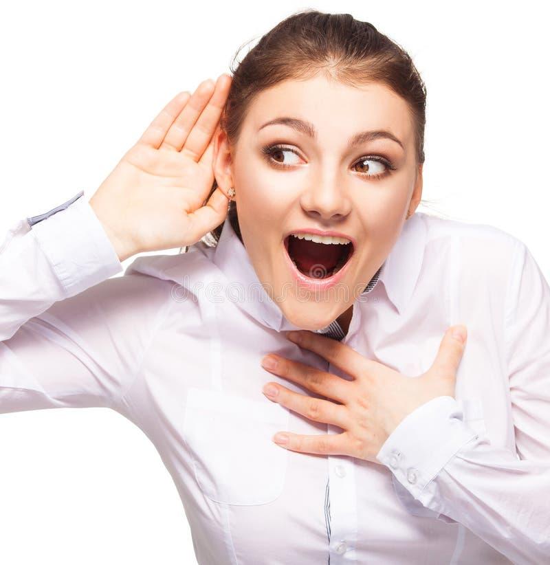 Podsłucha kobiety stawia jej rękę jej ucho odizolowywający na bielu obraz stock