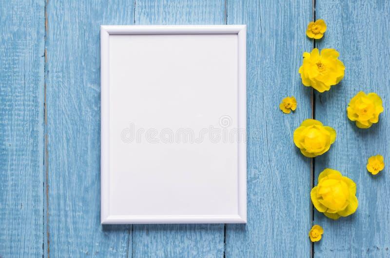 Podstawa dla sztandaru z naturalnymi kwiatami i li??mi Rama dla teksta z kwiatami i li??mi obrazy royalty free