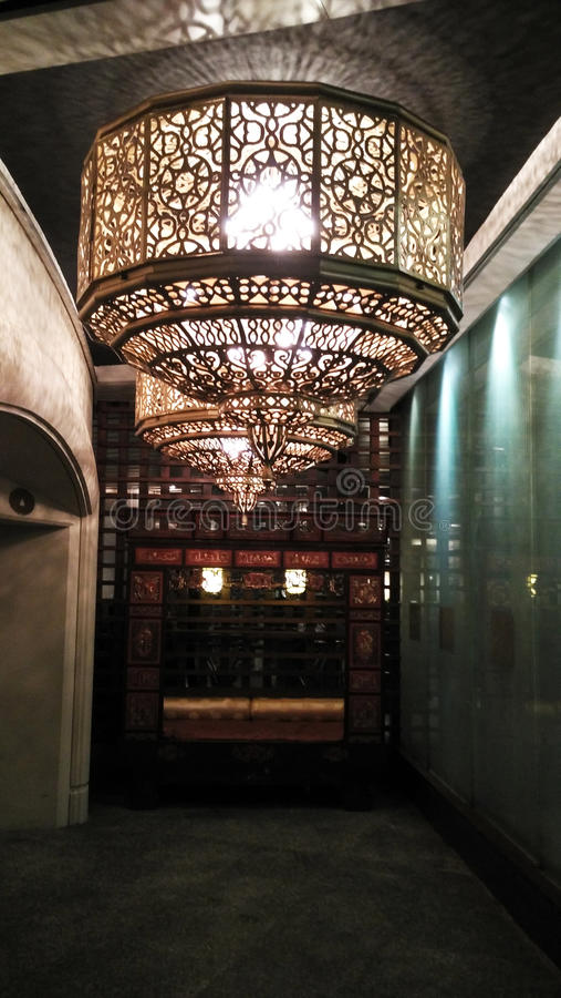 Podsufitowa lampa w ciemnej nocy zdjęcia royalty free