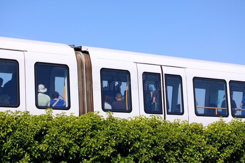 Podtrzymywalny driverless nowożytny światło poręcza metra pociąg na torze szynowym w Europa zdjęcie stock