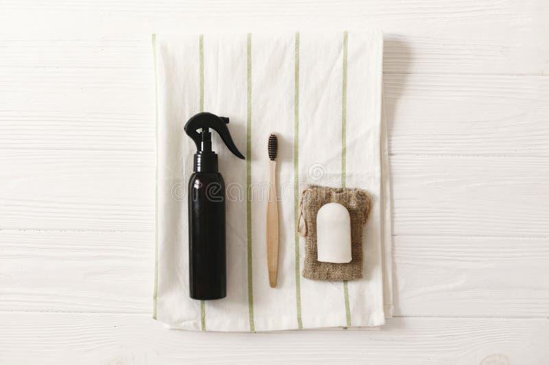 podtrzymywalny styl życia, zero jałowych pojęć eco bambusa toothbrush fotografia stock