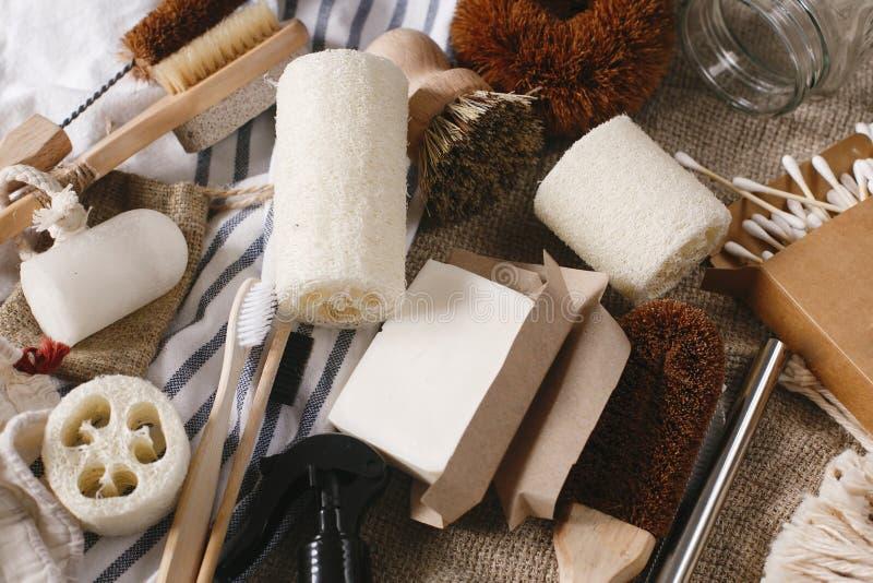 Podtrzymywalny stylu życia pojęcie eco naturalny bambusowy toothbrush, br obrazy stock