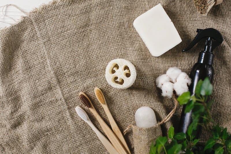 Podtrzymywalny stylu życia pojęcie eco naturalny bambusowy toothbrush, cr obraz royalty free