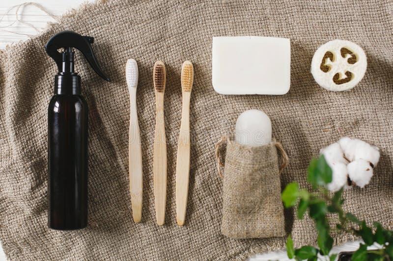 Podtrzymywalny stylu życia pojęcie eco naturalny bambusowy toothbrush, cr zdjęcie stock
